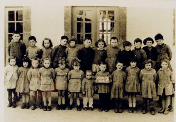 CORAY : Souvenir de l'école Publique des Filles (1957)