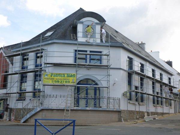 CORAY  : Travaux de ravalement Mairie et Bureau de Poste.