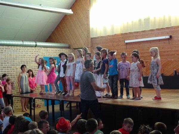 CORAY  : Spectacle de l'école de Leurgadoret (2)