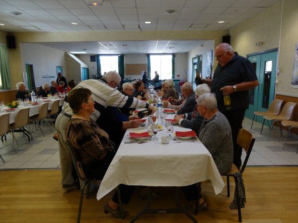 LEUHAN : Repas des Anciens.