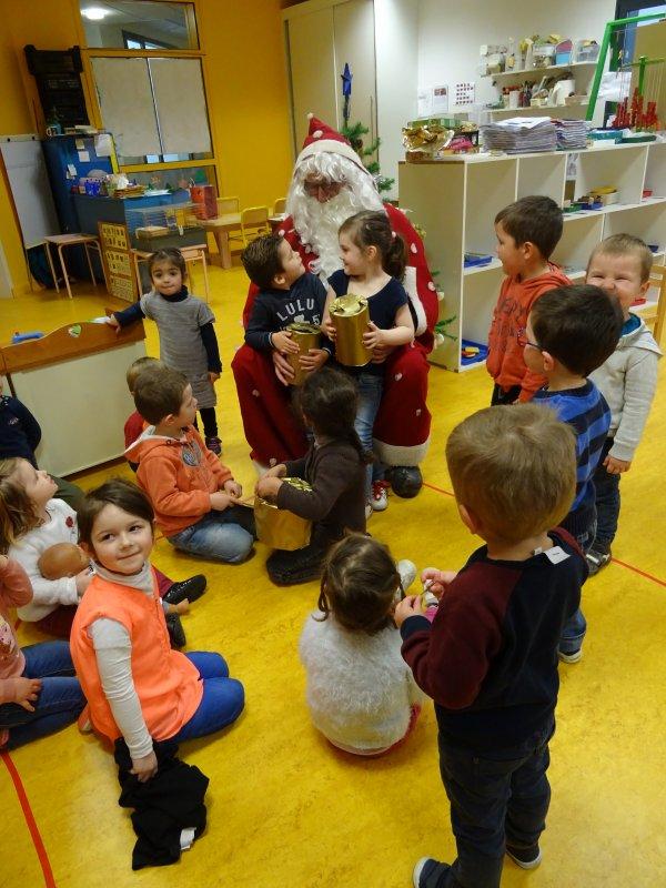 CORAY  : Le Père-Noël à l'école publique. (1)