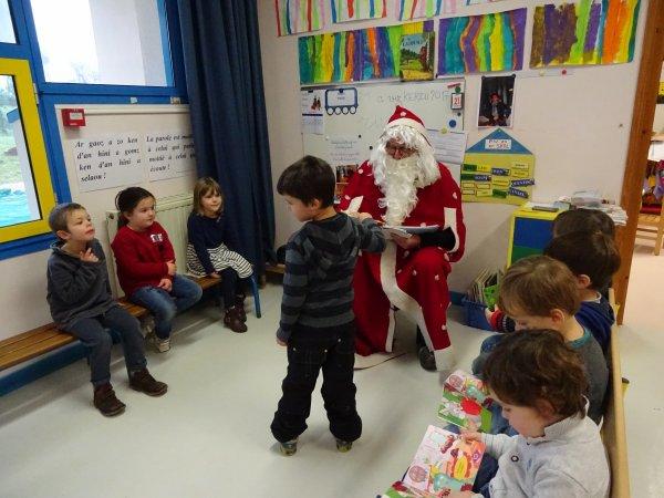 CORAY : Le Père-Noël en visite à l'école publique (2)