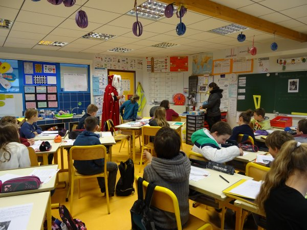 CORAY : Visite du Père-Noël à l'école publique (3)