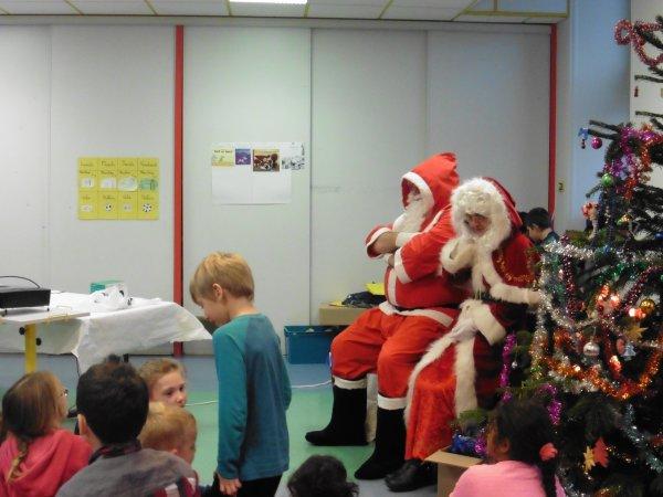LEUHAN : Le Père Noël à l'école.