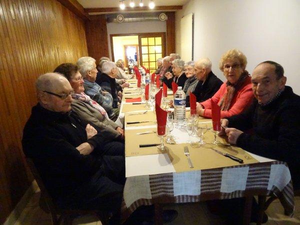 LEUHAN  : Repas du club Leuhan-Accueil.