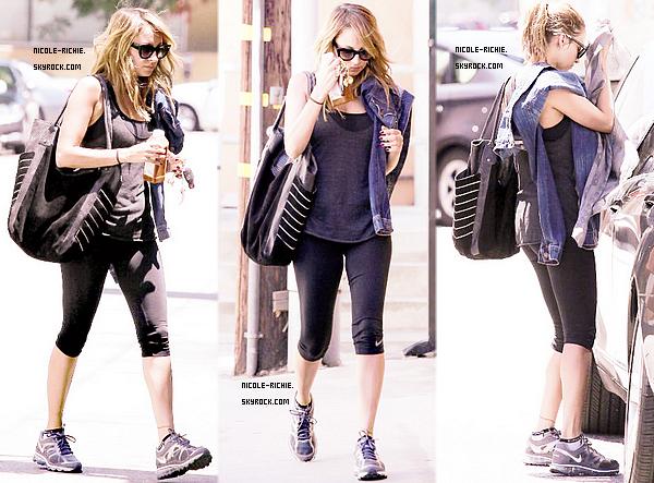 #13.08.12 Nicole fait des courses à Studio City en Californie.  #14.08.12 Nicole en route pour la gym à Studio City, encore.