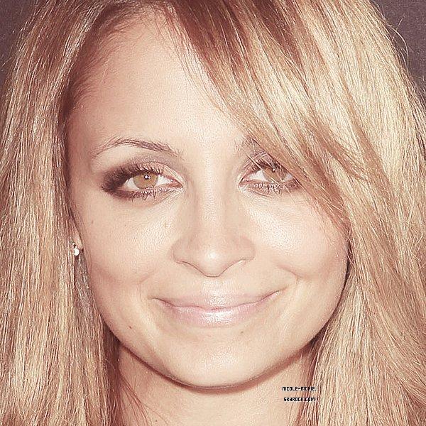 #17.08.12 Nicole était invitée à la soirée VIP officielle de la 5e édition du Sunset Strip Music Festival.TOP/FLOP ? Pour moi c'est un flop à cause de la jupe en cuir/dentelle et du pull (banal) mais Nicole reste magnifique.