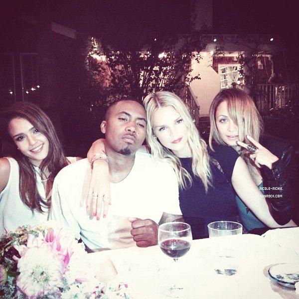 #20.08.12 Nicole a dîné avec Joel, Jessica Alba et le rappeur Nas dans un restaurant chic de Los Angeles.