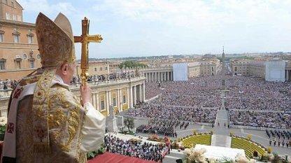 """Le Pape exhorte l'Europe à «l'accueil» des réfugiés .... de quoise mele t ' il ce """" BOUFFON """""""