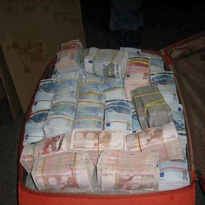Et .... Re .....il n ' y a que ça au gouvernement .....Claude Guéant : un versement suspect de 500.000 euros intrigue la justice