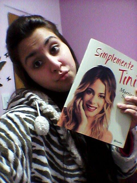 Espagnole qui vien d'avoir le livre simplemente-Tini
