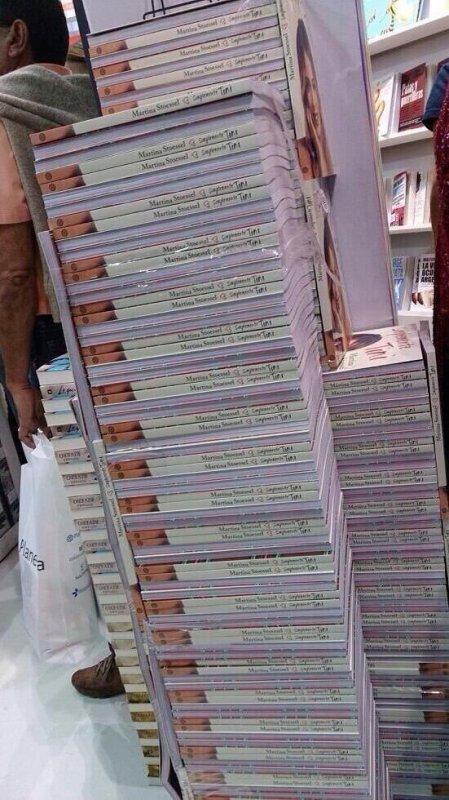photo de la sortie du livre Simplemente-Tini.