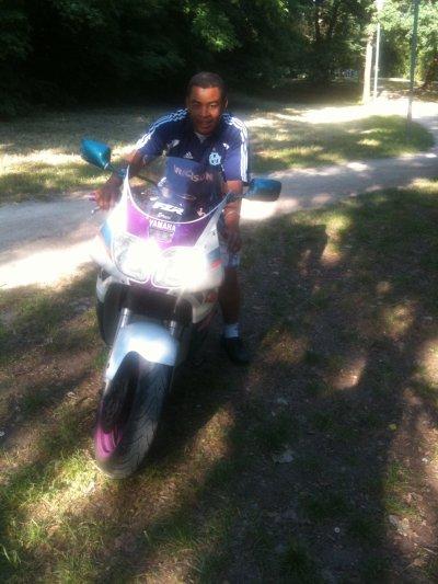 MY sur ma Moto 600 FZR