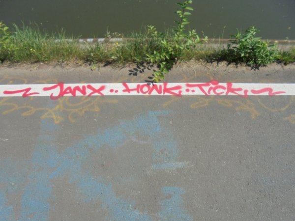JANX HONK TICK