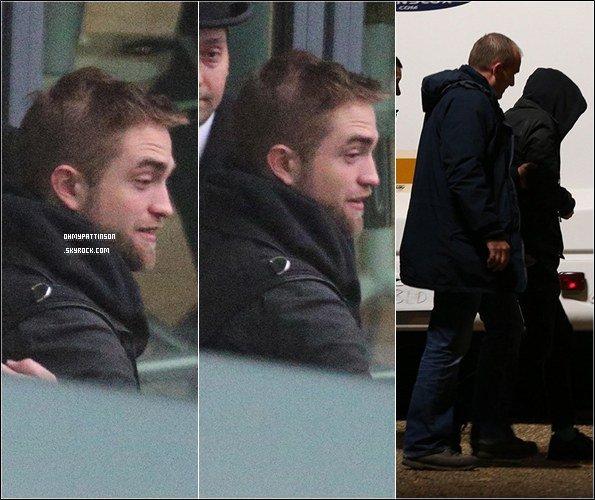 . _05/12/13_ : Robert a été aperçu à Londres en compagnie de ses amis  Marcus Foster et  Sam Bradley.  .