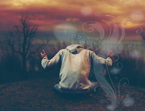 «Celui qui dit: «II n'est de dieu que Dieu», qui renie tout ce qu'on adore en dehors de Dieu, ses biens et son sang deviennent alors sacrés et c'est à Dieu le Très-Haut qu'il incombe de le juger». (Rapporté par Moslem)