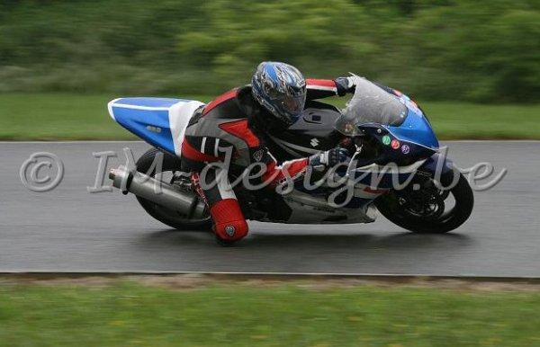Amoureux de moto .... oui en piste alors ....