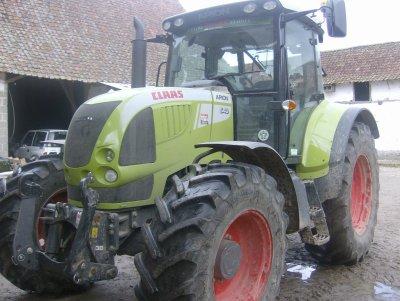 sur la ferme 5 tracteurs le claas arion 640 cis