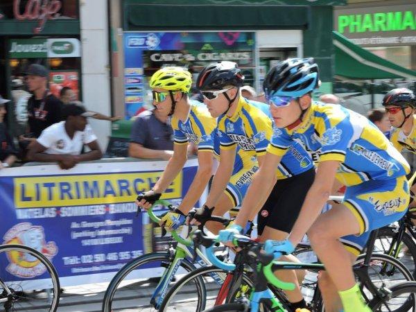 LISIEUX (14) 3ème catégorie en attente du critérium professionnel d'après Tour Mardi 31 juillet 2018.