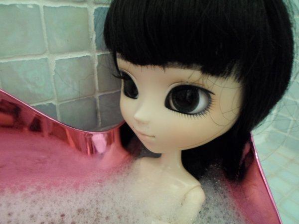 Gabriella dans la baignoire~