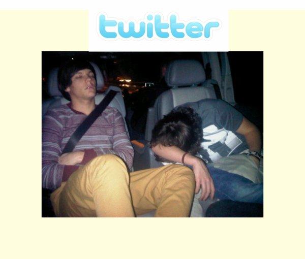 02/02/11 : Liam à posté sur Twitter une photo de Louis et Harry :