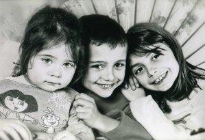 Voici mes 3 petits enfants, Gwendoline 9 ans et demi, Benjamin 6 ans et demis, et Louna 2 ans et demis. Mes trois petits bouts qui sont toute ma vie. Je les embrasse si tendrement.