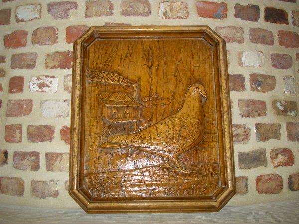 tableau en bois sculté pigeon voyageur