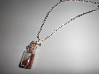 collier fiole épices  (5¤)