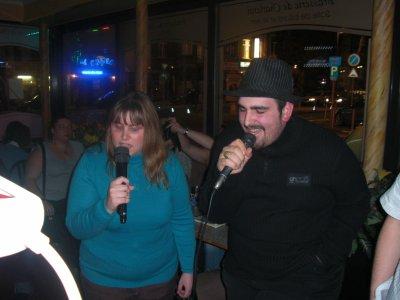 Soirée au karaoké: Tony et moi.