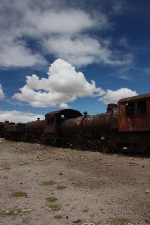 Cimetiere des trains d Uyuni ...