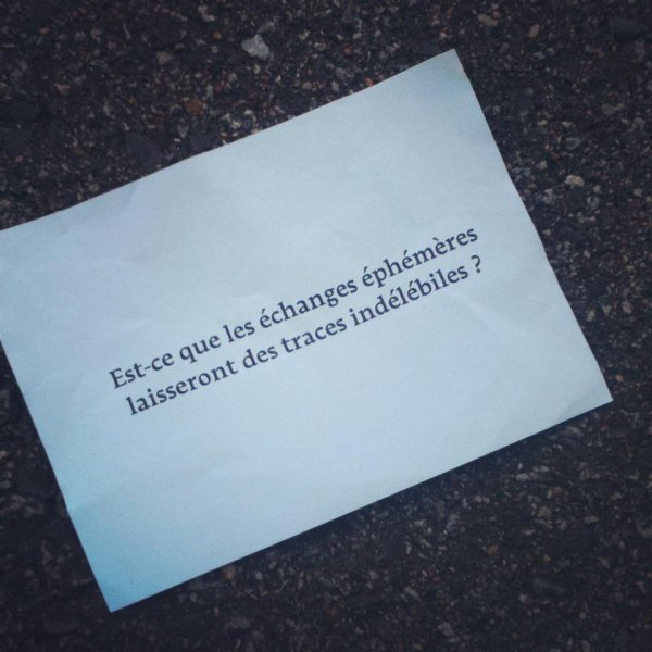 http://lesmurscausent.tumblr.com ; Une perle.