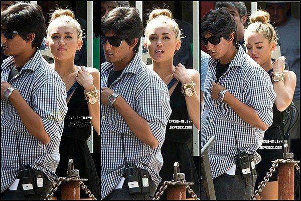 Posté le 2 Août : Miley est avec son fiancé Liam à Paranoia [Philadelphia ]