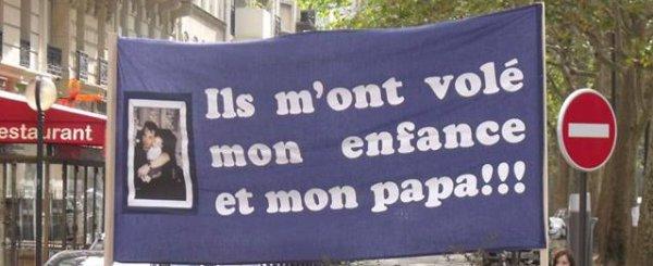 En Solidarité avec les Papas, qui se battent aux 4 coins de France