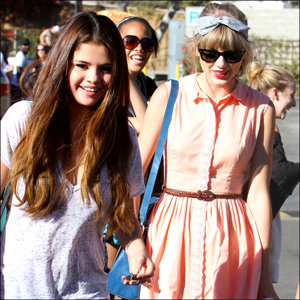 . 27/06 : Selena and Taylor Swift has been seen leaving a restaurant called « Paradise Cove » in Califonia !  .