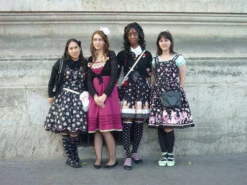 « Rouge Dentelle & Rose Ruban » recrute des bénévoles pour l'association! (2010)