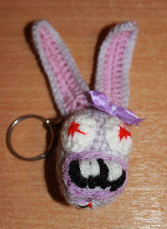 Lapin crétin au crochet en porte-clés -