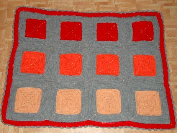 Petite couverture en grannies au crochet