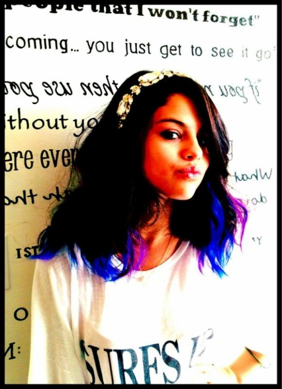 • Selena a posté quatre nouvelles photos sur Twitter.