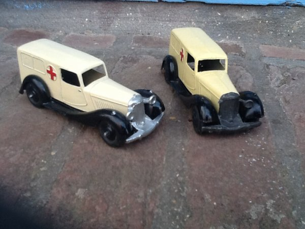 2 ambulances Bentley 30F Dinky toys GB