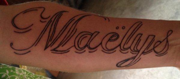 voissi mon tatouage fait hier cest le prénom de ma fille