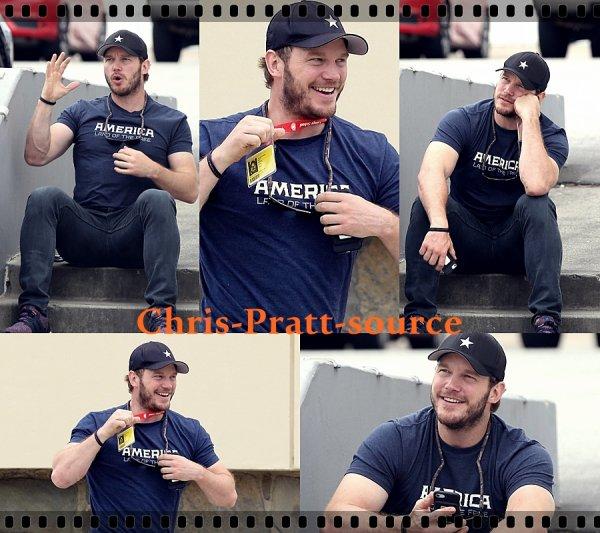 → Chris le 3 Octobre 2018 ▬ Quittant la salle de Gym à Los Angeles ←