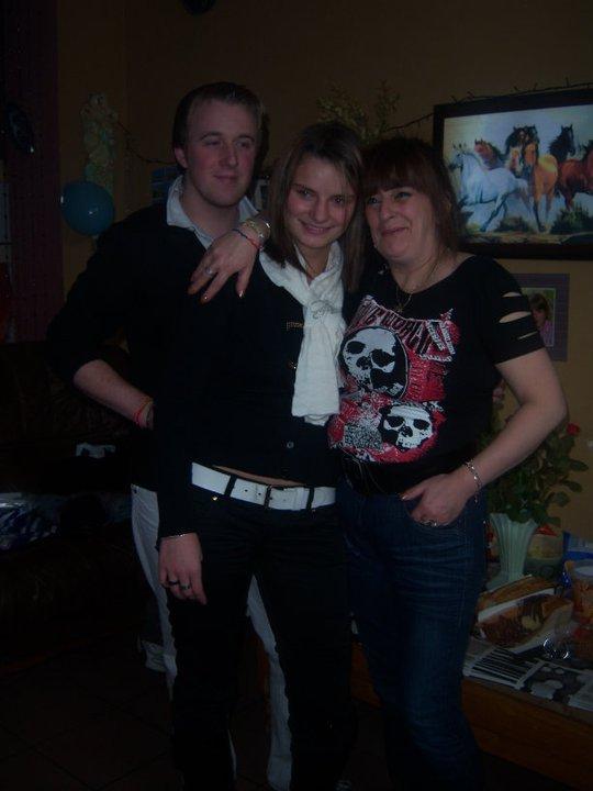 voici  le jour de mon anniversaire  avec mes enfants et mon ex et sa femme
