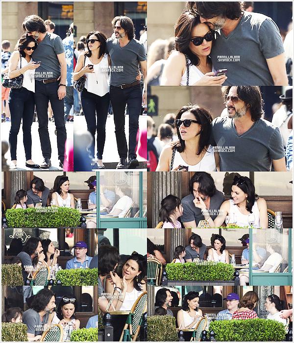 """24/06/14: Lana et Fred déjeunaient avec des amis au """"Café de la Paix"""", à Paris, sur la Place de l'Opéra."""