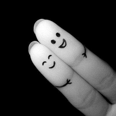 - Certains aiment, d'autres sont amoureux.