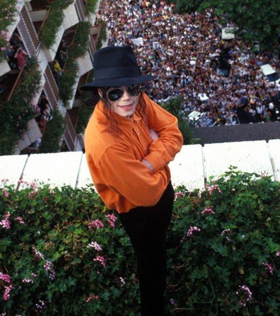 Just Michael Jackson... The biggest Artist...