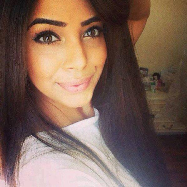 Beurette a chicha au gros cul hijab algeacuteriene marocaine de paris baizer chez moi et fzns la voiture snap puubbsnap - 4 1