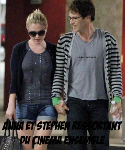 Anna & Stephen ressorte du cinema ensemble .
