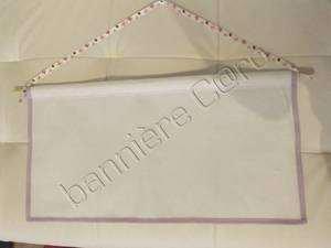 bannière mauve avec ruban papillons. toile aida 5,5pts .35,50x55cm.