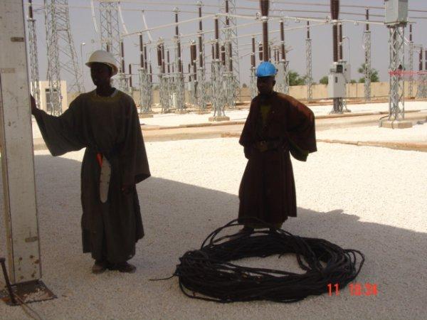 Director y funcionarios del GIE EREFI en la estación transformadora