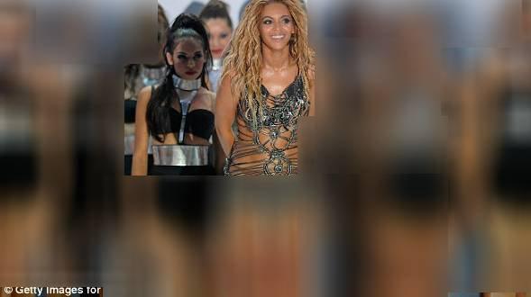 Voici une enneuse de Beyoncé !!! quesque vous en pensez ???? ( elle et juste derier elle a la regarde bizarment)